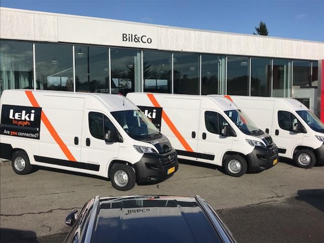 Til vores kunde, Leki-AS hjalp vi med profilering på deres leveringsbiler.
